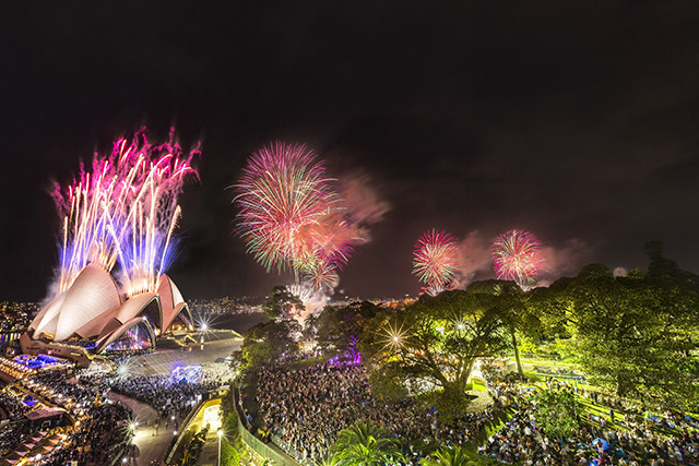Accommodation in Sydney City - Sydney's New Year's Eve fireworks, Sydney harbour 2014